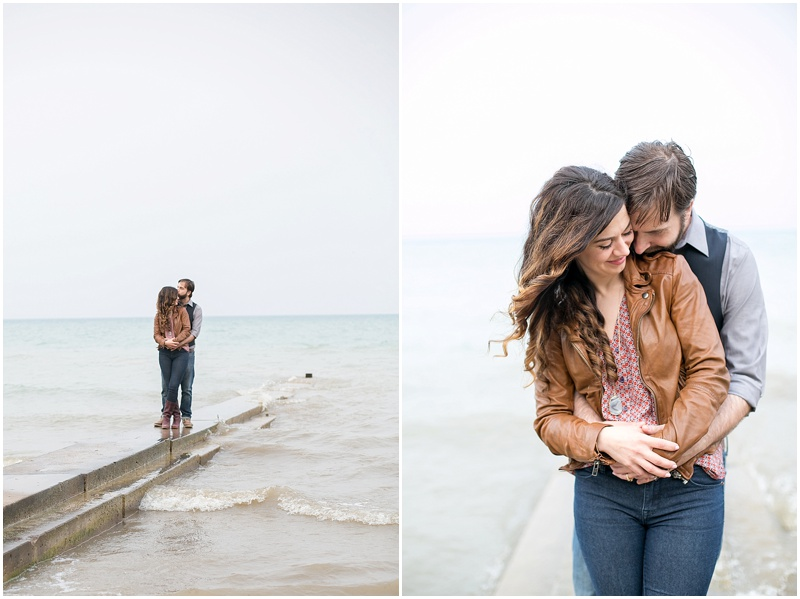 jenny-steve-downtown-milwaukee-engagement-outdoor-milwaukee-lake-michigan-beach-wisconsin-photo_0014