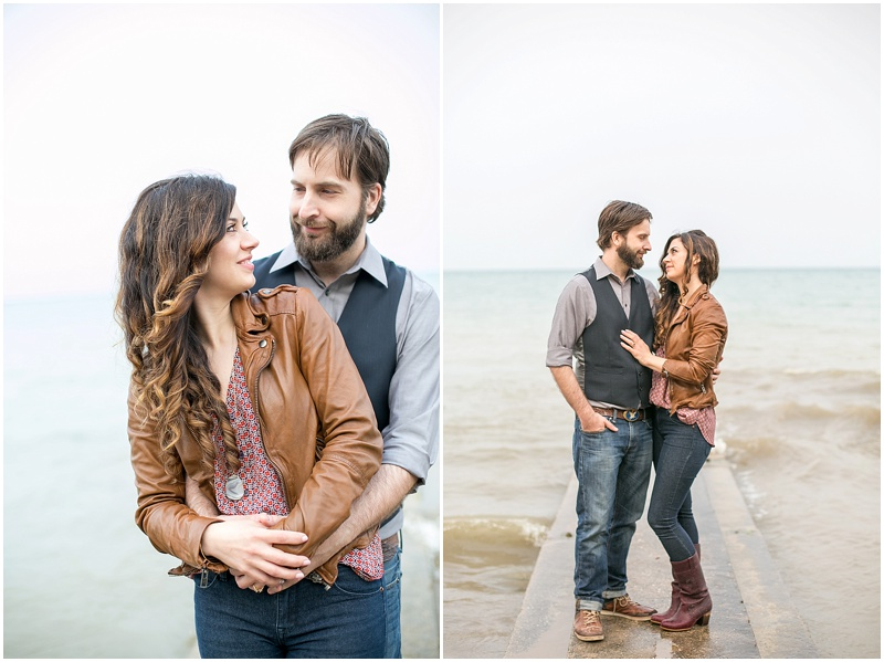 jenny-steve-downtown-milwaukee-engagement-outdoor-milwaukee-lake-michigan-beach-wisconsin-photo_0017