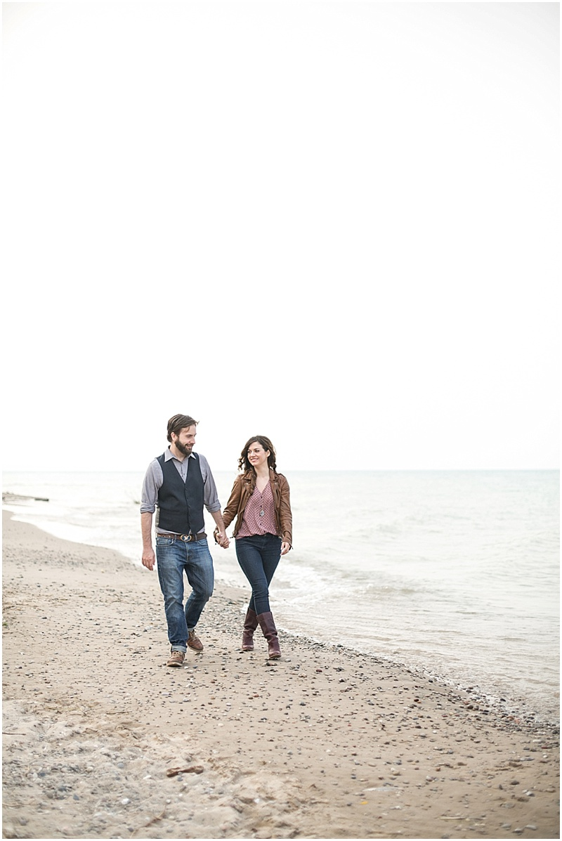 jenny-steve-downtown-milwaukee-engagement-outdoor-milwaukee-lake-michigan-beach-wisconsin-photo_0020